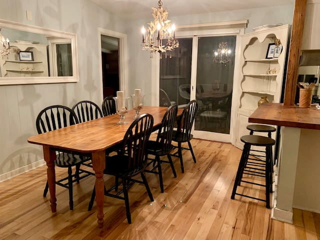 Charming South End Burlington Apartment-Sleeps 4