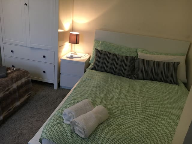 Cosy double room in Finsbury Park