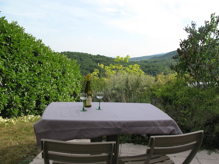 Barr, quiet 2 room flat with view on the wine road