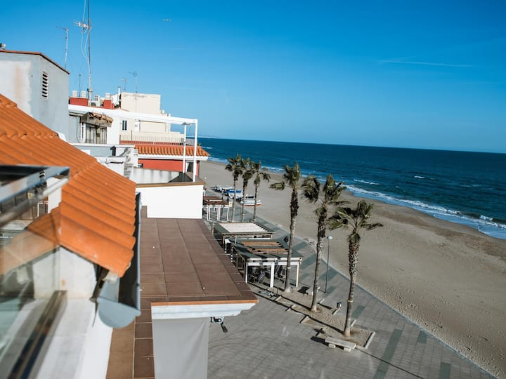 Aparthotel with jacuzzi in front beach and next train station