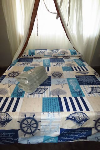 Sunrise Cottage: Bedroom 2 with double bed with shared shower + toilet, kitchen and veranda.