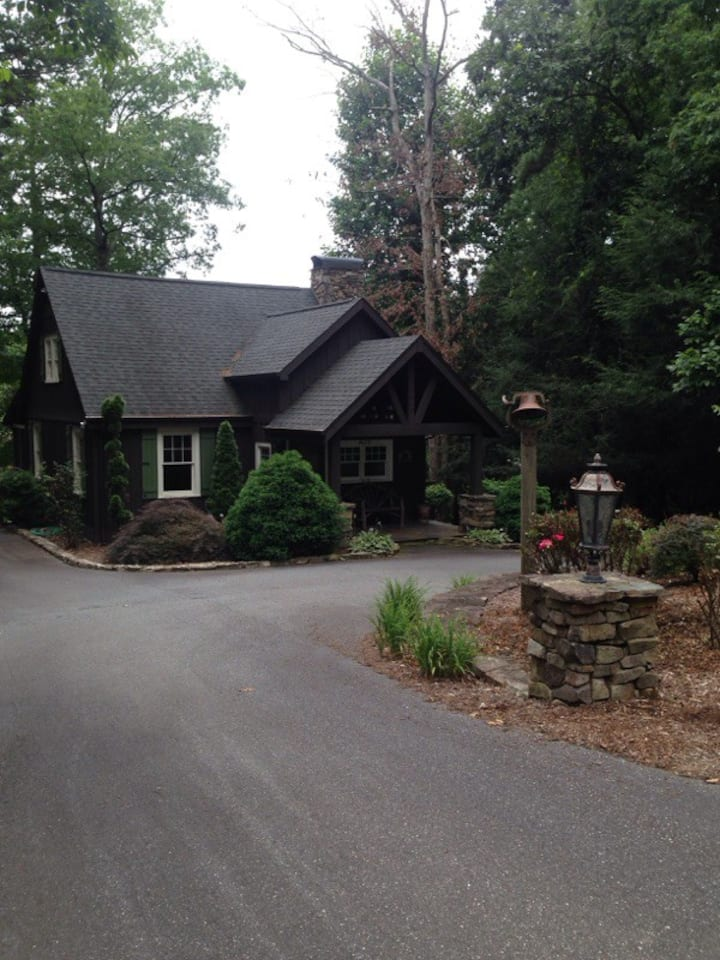 """New Listing!  """"The Cabin""""  on Lake Hickory"""