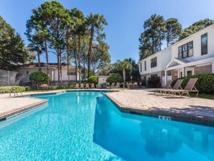 ⭐️ Island Retreat for a beach getaway! Gated condo