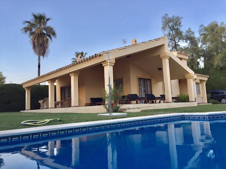 Cozy villa in Atalaya with pool and near golf fac.