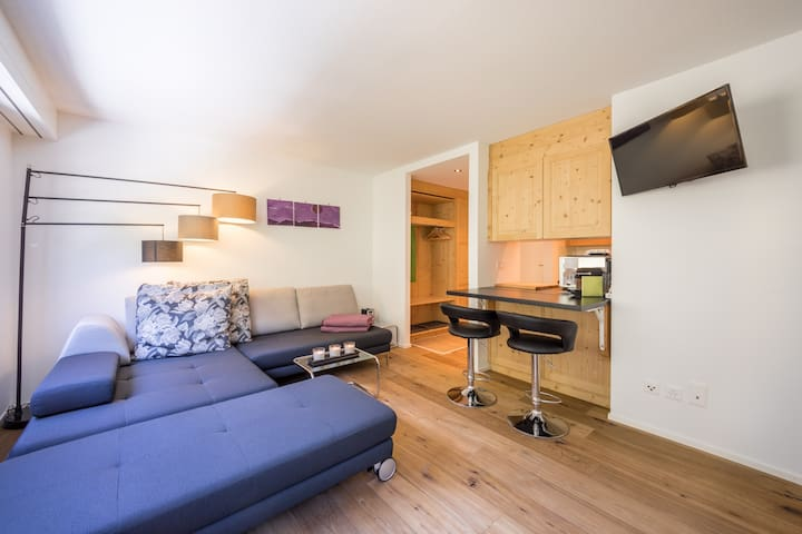 Renovated studio near the valley station Laax (Rancho)