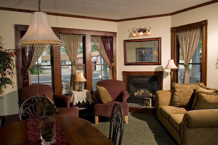 Beautiful Eagle Cliff Inn for up to 14-Guests - Geneva - Casa