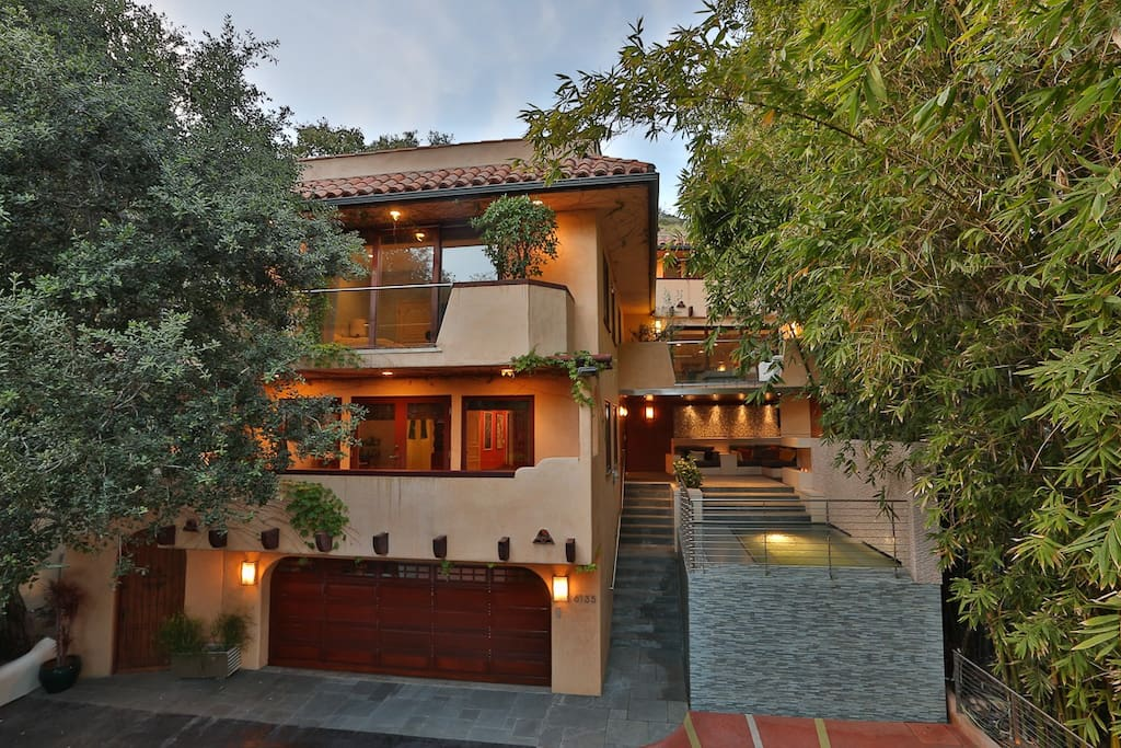 Centrally secluded luxury in the Hollywood Hills awaits you.