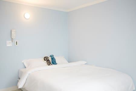 Private Comfy Studio with Queen Bed - Seocho-gu