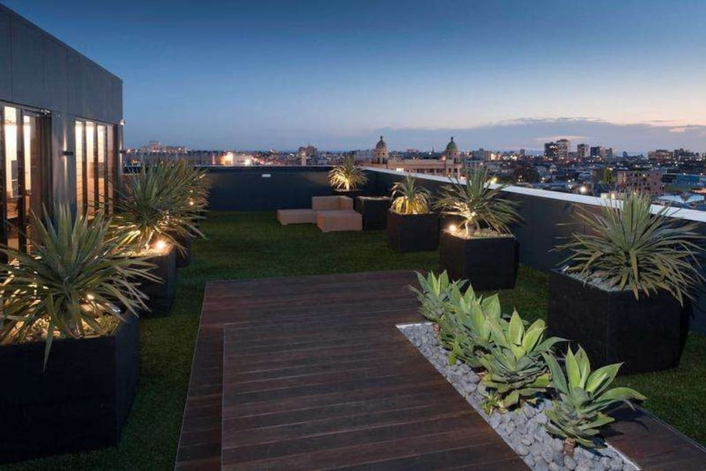 Panoramic Rooftop Views of Melbourne and the Sea