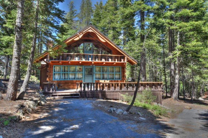 Charming Cascade Chalet- Pet friendly, 5 min to Homewood