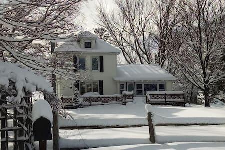 Country Retreat at Jensen Farmhouse - Boyne City