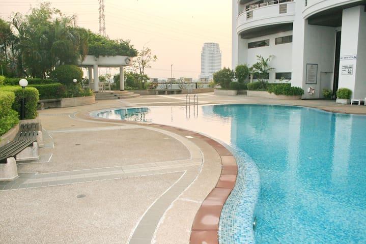 Flora view condominium unit B7E