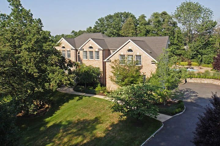 Spacious Mansion Available Near Morristown - Denville - Huis