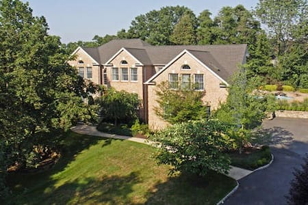 Spacious Mansion Available Near Morristown - Denville - Дом