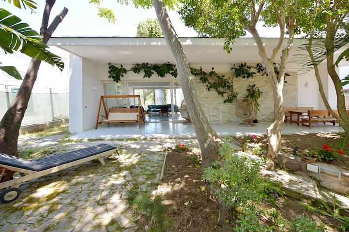 Villa in the chic centre of island
