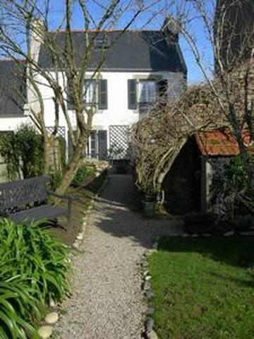 Maison au centre du village, proche de la mer - Goulien