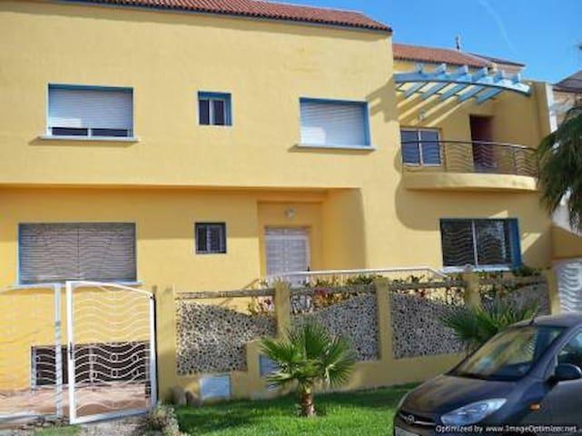 VILLA EN BORD DE MER AVEC PISCINE - Casablanca - House