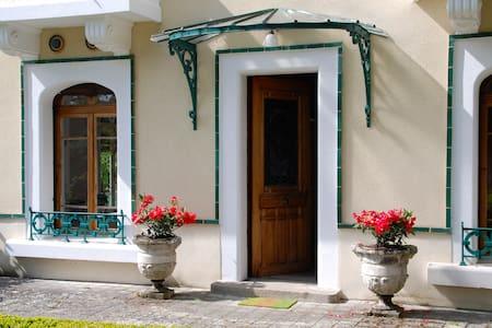 Chambres dans Maison de Charme Le Puy en Velay - Chadrac - House