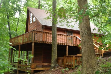 Wooded &Fabulous Brown County Cabin - Nashville - Chalet