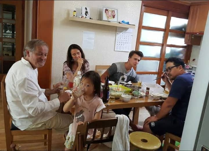 Hamdeok(Senheul) town house share레비랑앵무쉐어하우스
