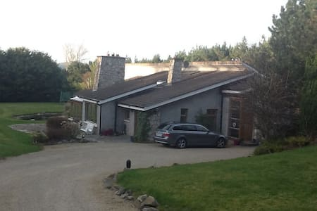 Idyllic home with easy access to sea and mountains - Enniskerry - Talo