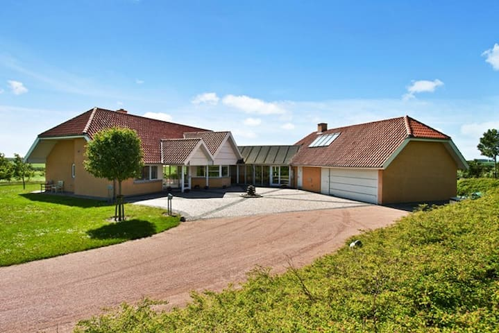 Luxury cottage for 8 - 386 m2 - Farsø - Villa