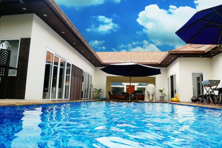 Pattaya市中心/海灘奢華獨立別墅/雙泳池+按摩泡泡浴池