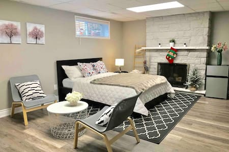 New Modern & Stylish Unit in a Nice Area/Sep Entr