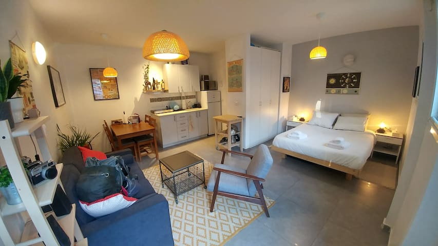 Cozy charming studio in trendy Florentin