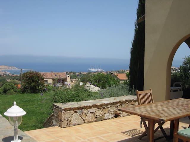 Rez de jardin vue panoramique mer - L'Île-Rousse - Huis