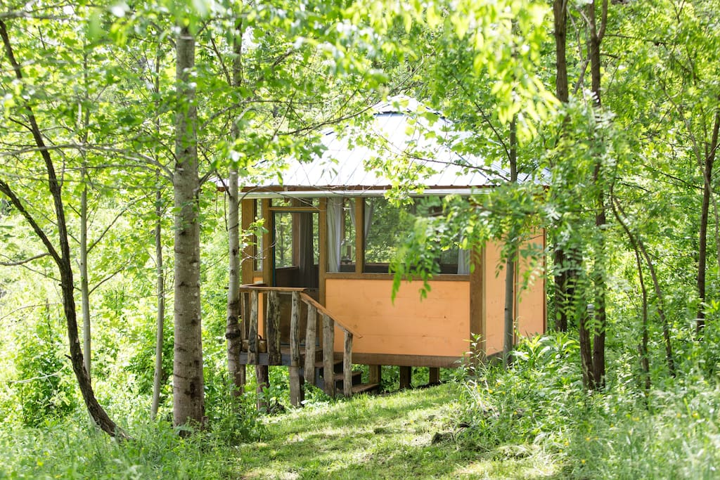 relaxing bedroom in the trees  tiny houses for rent in