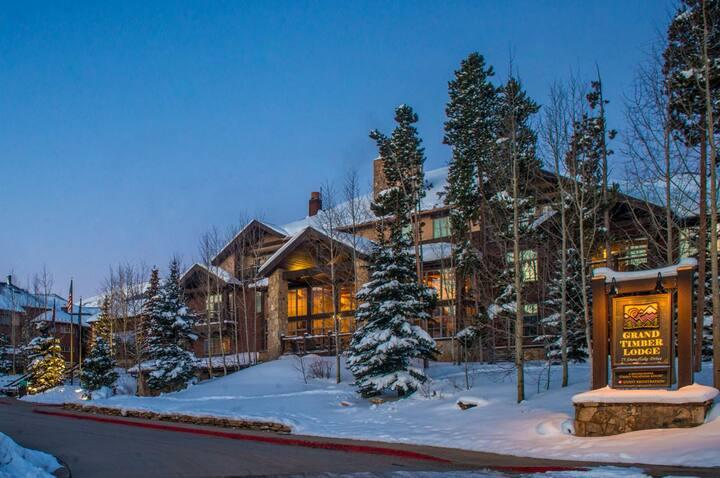Ski-In-Ski-Out Grand Timber Lodge Studio Unit
