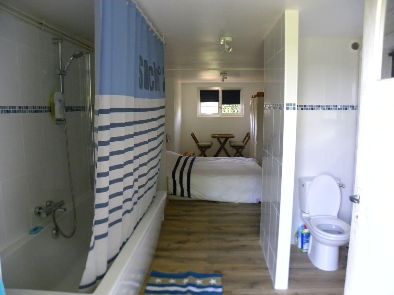 Chambre et salle de bain privative