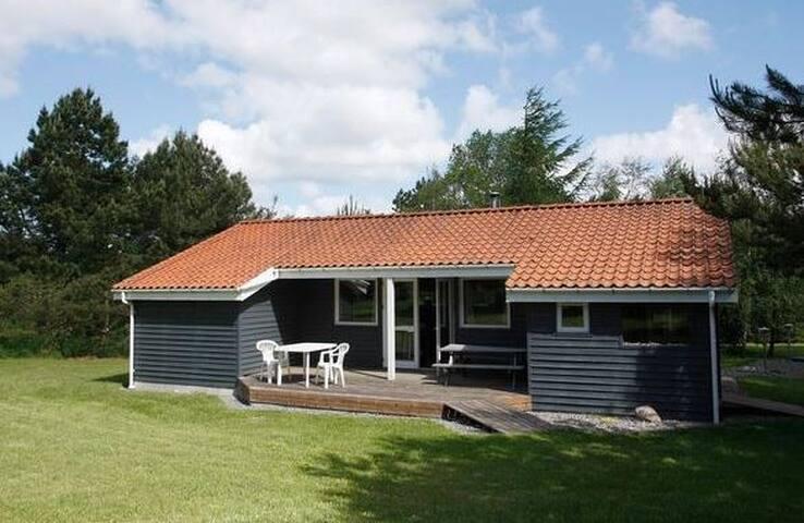 Stort sommerhus - privat naturgrund - Logstor - Mökki