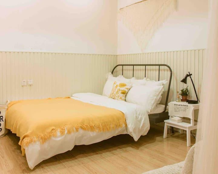 【内邸民宿InnerHome】room203大床房 | 温馨无窗 靠近中山路 | 文艺咖啡民宿