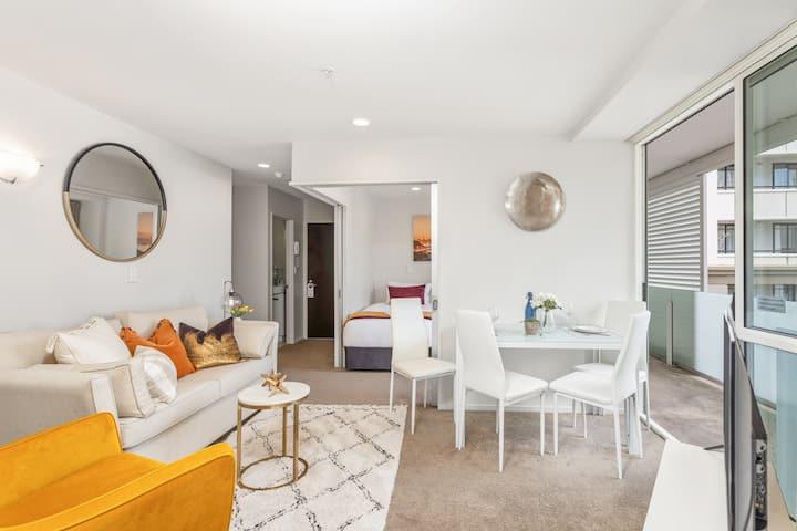 Entire 2 Bedroom Luxury Apartment