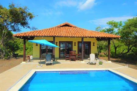 Playa Tesoro Casa Amarilla w/ Pool