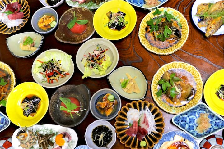 No.1 Hostel in Shimokita! Amazing Food!+2 meals