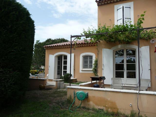 APPARTEMENT INDEPENDANT DANS VILLA  - Arles - Villa