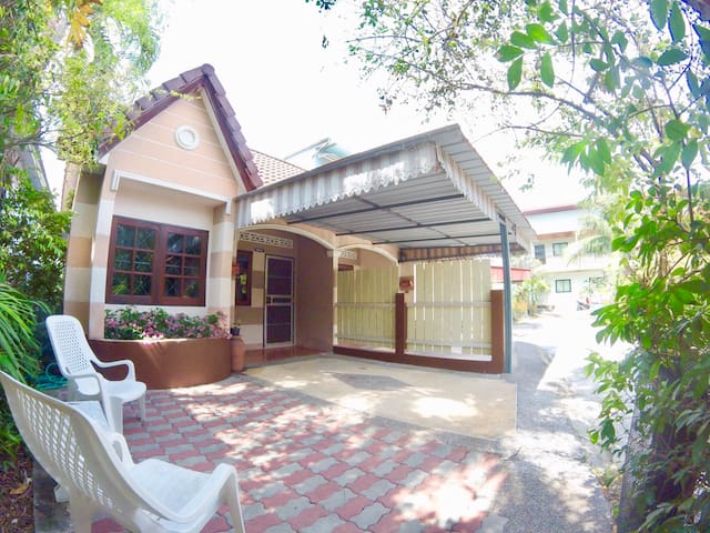 PM 2, 2 bedrooms house, 1.5 KM to the Beach