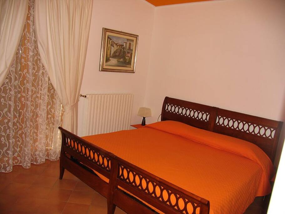 La casa dei boschi orange room chambres d 39 h tes for Chambre hote orange