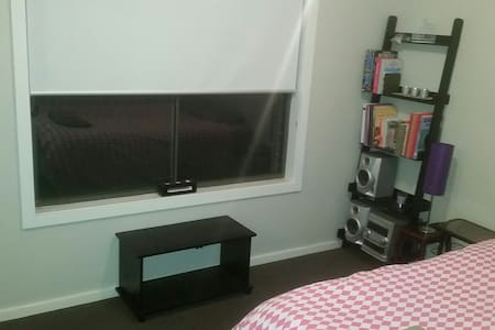 Quiet, fully equipt room in a friendly home - Wyndham Vale - Haus