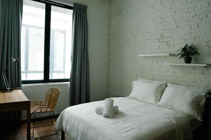 Tembusu Room - Studio in Heritage Shophouse!