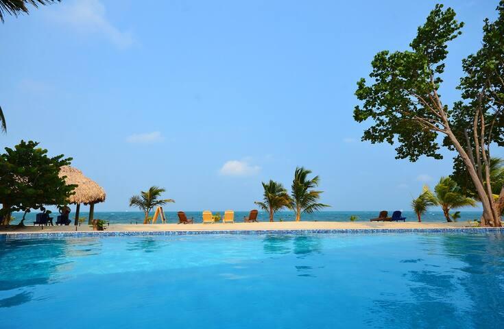 Private Pool & Beach facing the Sea