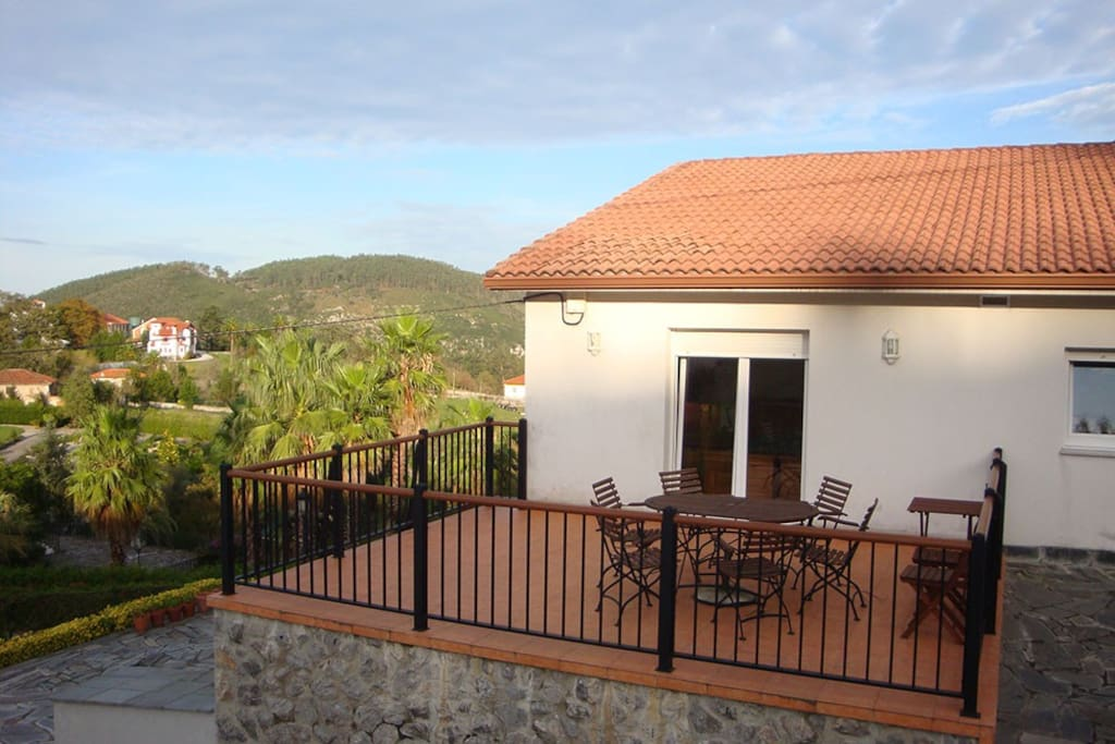 LAS VISTAS offers the perfect location. It is ideal for the retired holiday-maker, families, young couples or the independent traveler