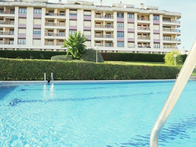VISTAS AL MAR PISCINA Y PISTA TENIS - Santander - Lägenhet