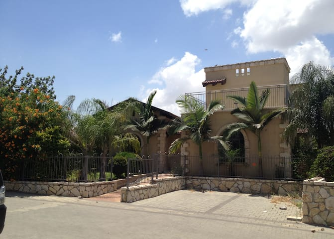 Large and Spacious House - Megiddo - Casa