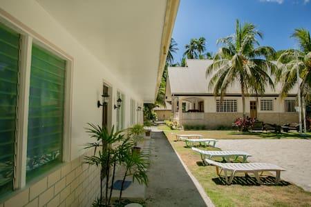 Panglaovilla with pool great for family reunions - Panglao - Vila
