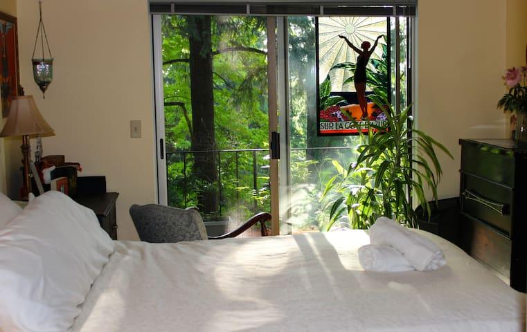 Cozy forest apt. in NW Portland - Portland - Lägenhet