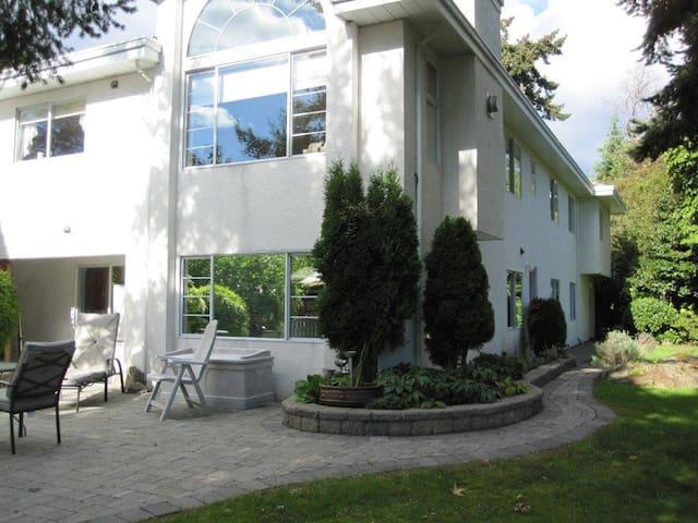 #2    Mysty Woods Hideaway - New Listing - Victoria - Apartament